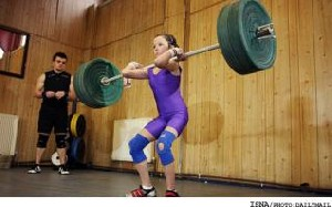 دختری 11 ساله قویترین وزنهبردار كوچك جهان