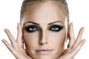 آرایش ترمیمی مخصوص افرادی با سیاهی دور چشم
