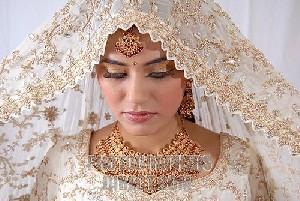 درخواست بسیار جالب هند از تازه عروسها !!