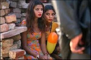 اقدام عجیب دختران هند به عنوان عبادت