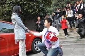 اقدام عجیب یک دختر برای بازگرداندن نامزدش!+عکس