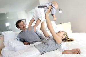 چرا با ورود فرزند اول رابطه زناشویی کمرنگ می شود؟