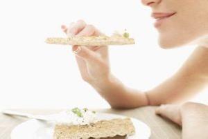 مصرف پنیر به همراه گردو و فواید آن