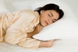 آیا میدانستید خوابیدن به پهلوی چپ شادی آور است؟