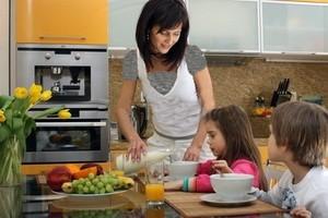 چگونه علاقه فرزندم را به خوردن صبحانه زیاد کنم؟