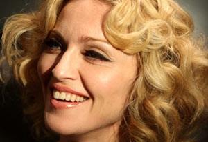 ازدواج خواننده معروف زن 53 ساله با پسری 24 ساله