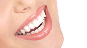 بهترین روش ها برای داشتن دندانهای زیبا و سفید