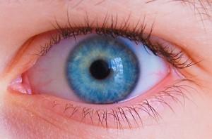 لنزی که در چشمتان است کورتان نکند!