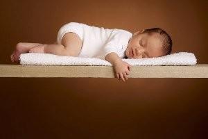 آسیبهای قنداق كردن نوزاد