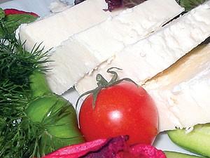 تأثیر مثبت و مفید پنیر در درمان بیخوابی