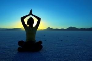کاهش استرس و کمردرد در ساعات کار با یوگا