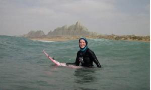 روایت یک زن ایرلندی از موج سواری در سواحل چابهار