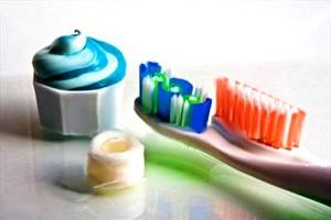 از نخ دندان استفاده کنیم یا خمیر دندان؟