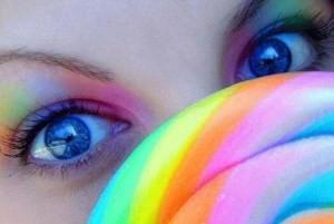 شهرت این دختر بخاطر داشتن زیباترین چشم های دنیا
