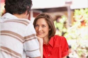 علایم و نشانه های علاقه مندی دختران را بشناسید