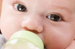هرگز نوزاد خود را مجبور به شیر خوردن نکنید