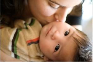 هیچکاه آغوش مادر را دست کم نگیرید