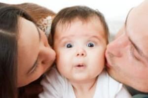 کودک تان را ببوسید به این دلایل…