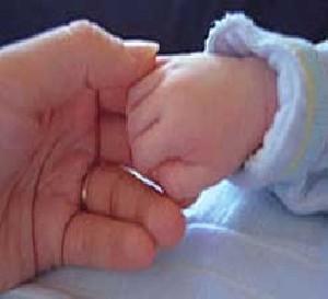 گرفتن اشیاء توسط نوزادان در چه سنی است؟