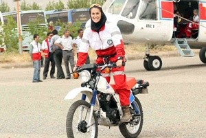 این دختر شجاع و نترس ایرانی دل شیر دارد!! (عکس)