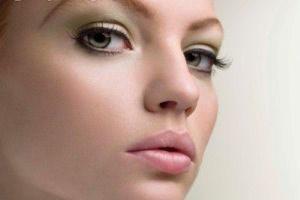 چگونه با یک آرایش کم زیباتر به نظر برسیم؟