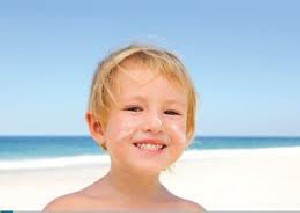 چگونه مراقب پوست کودکان در تابستان باشیم؟
