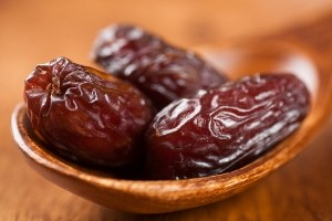 خوردن خرما برای چه کسانی مجاز نیست؟