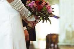 عروس و داماد مبتلا به آنفولانزای خوکی باهم ازدواج کردند!!