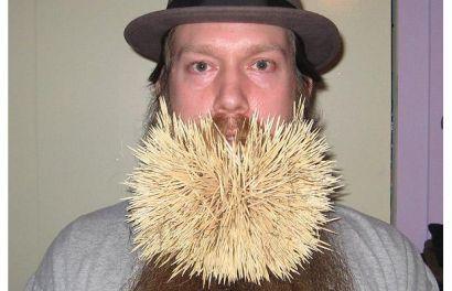 عکس از رکورد شکنی عجیب مرد با ریش و 2222 خلال دندان