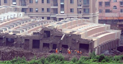 ساختمان 13 طبقه در شانگهای چپ کرد(عکس)