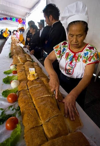 ساندویچی به طول 45 متر در مکزیک