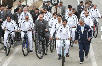 عکسهایی از دوچرخه سواری رئیس جمهور