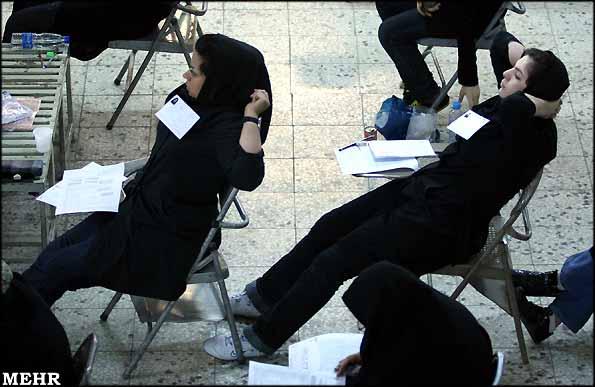 عکس دختران به هنگام کنکور