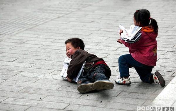 عکسهایی از کوچولو های روزنامه فروش