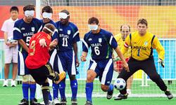 توپهای ورزشی زنگ دار ویژه نابینایان طراحی شد