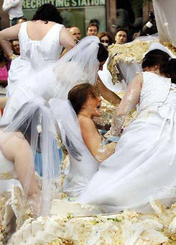 عکسهای عجیب ترین ازدواج دسته جمعی