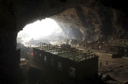 عکسهای مدرسه ای چینی که درون غار ساخته شده!!