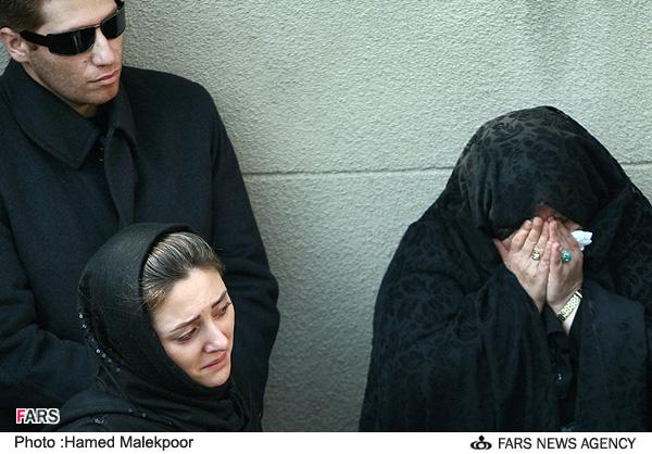 عکس هایی از مهسا کرامتی و بهزاد فراهانی در مراسم تشییع امیر قویدل irannaz.com