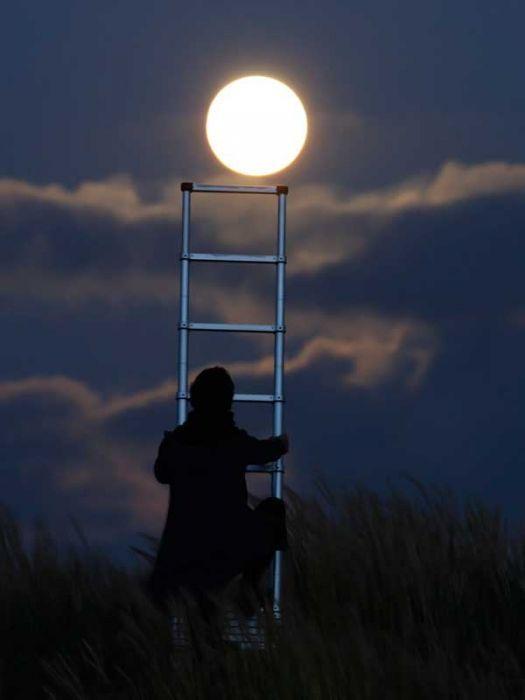 تصاویری از هنرنمایی عکاسها با ماه
