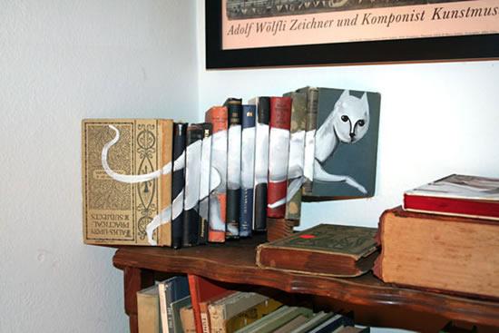 نقاشیهای بسیار زیبا روی کتابها ! irannaz.com