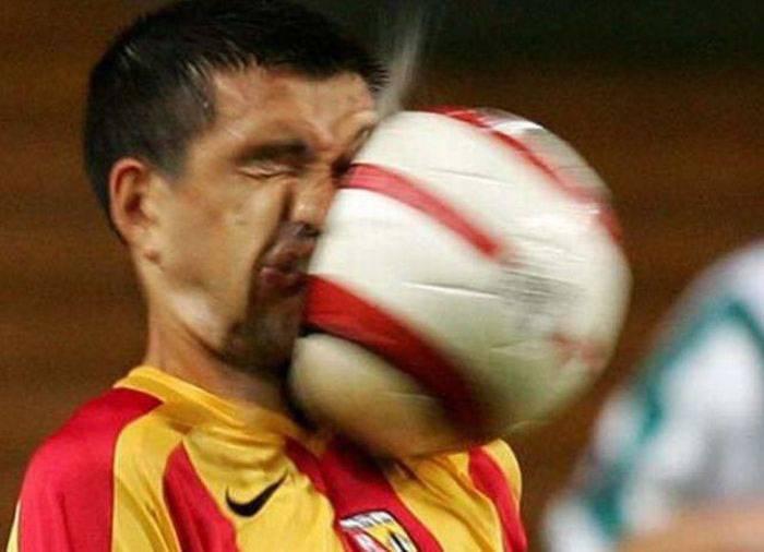 عکس های خنده دار برخورد توپ با صورت