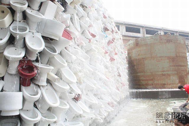 عکسهای آبشاری در چین که با توالت ساخته شده!!