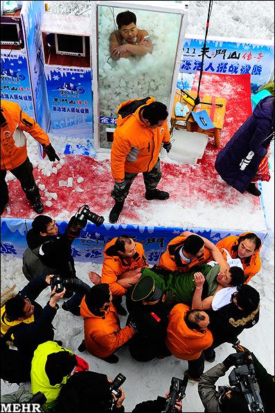 عکس هایی از مسابقه عجیب مرد یخی در چین