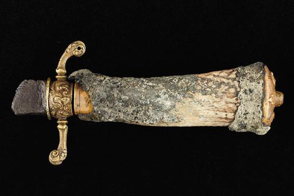 شمشیر مشهورترین دزد دریایی کاراییب کشف شد (+عکس)