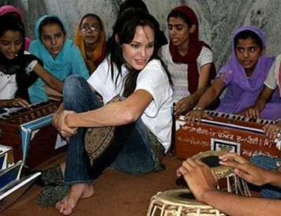 عکس هایی از کارهای انسان دوستانه آنجلینا جولی!!