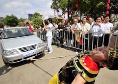 كشیدن اتومبیل فقط با پلك چشم! (+عکس)