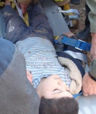 نجات کودک 9 ساله از چاه 35 متری (+عکس)