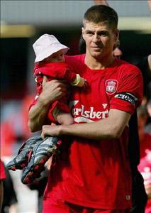 عکس های از فوتبالیست های معروف با فرزندانشان