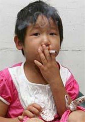 اعتیاد باور نکردنی یک دختر بچه 3 ساله (+عکس)