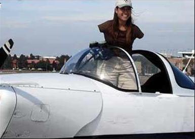 بهترین خلبان زن آمریکا ، زنی بدون دست